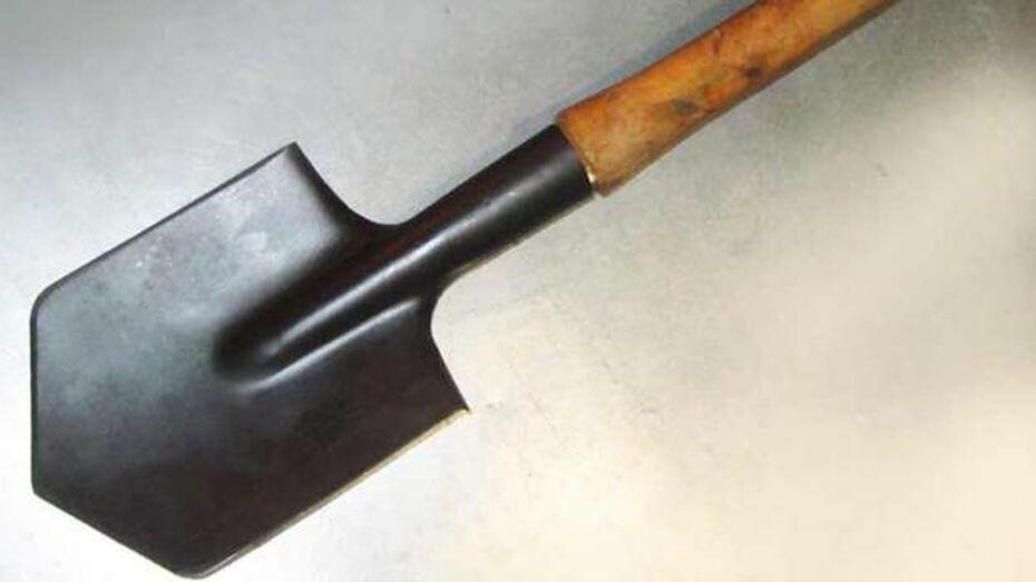 Воронежец набросился на жителя Репьевского района с саперной лопаткой