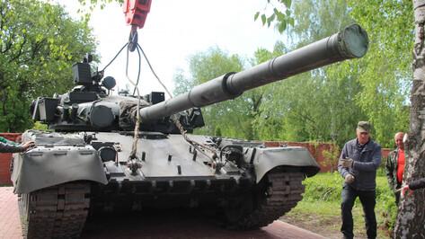 На Аллее Героев под Воронежем установили танк Т-80Б
