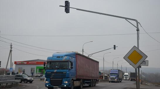 Светофор на опасном участке федеральной трассы в Верхнем Мамоне запустят к 20 апреля