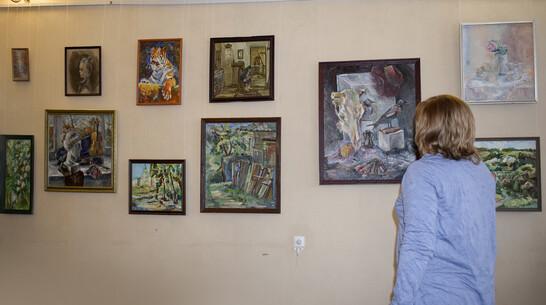 Лискинцев пригласили на дебютную выставку работ местной художницы Ирины Никоновой