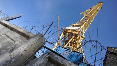 В Левобережном районе Воронежа у башенного крана оторвалась стрела