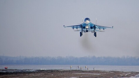 Под Воронежем Су-34 нанесли ракетно-бомбовый удар по условному противнику