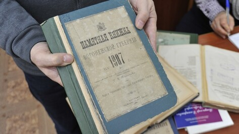 В Никитинской библиотеке хранятся подаренные Солженицыным сочинения, нобелевское издание Бунина и советские открытки