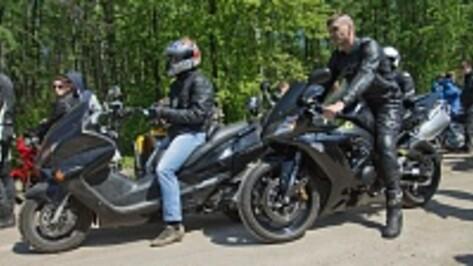 В Воронеже первый в этом году мотопробег собрал около тысячи участников