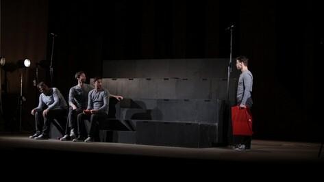 Воронежцам показали «беременных» мужчин