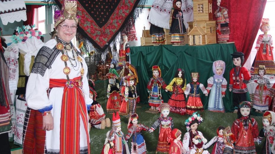 В Богучаре отдали дань памяти создательнице музея кукол