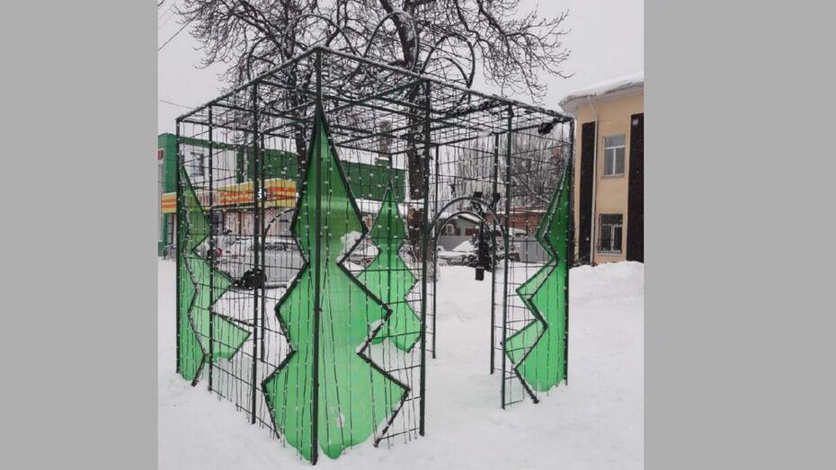 В Борисоглебске вандалы повредили новогодний арт-объект