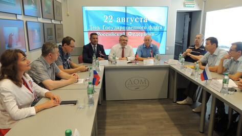 Воронежские общественники посвятили круглый стол триколору
