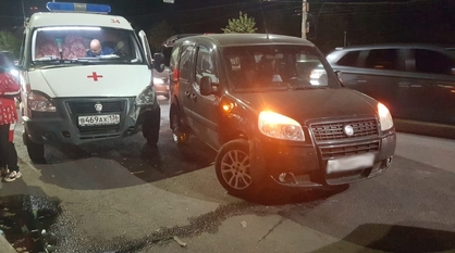 Два медика пострадали в ДТП со «скорой» и Fiat в Воронеже