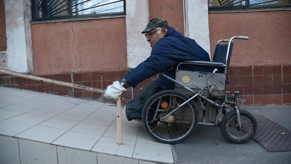 К 2022 году тротуары в Воронеже приспособят для людей с ограниченными возможностями