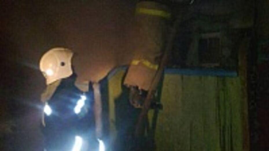 В Кантемировском районе ночью загорелась летняя кухня
