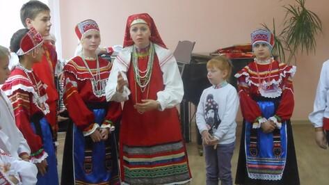 Воронежский ансамбль «Радовесь» провел мастер-класс для хохольских артистов