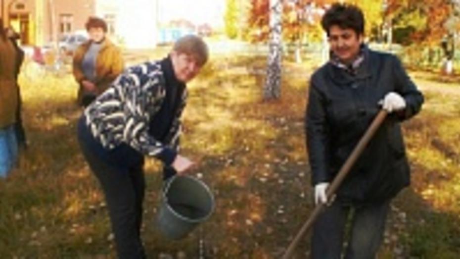 В отдаленном павловском селе День сельских женщин отметили субботником