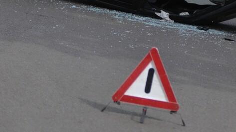 В Воронеже на Бульваре Победы  «девяносто девятая» врезалась в столб, водитель погиб
