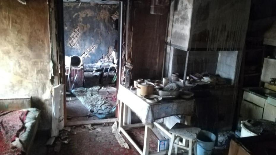В Борисоглебске при пожаре во времянке погибла 30-летняя женщина