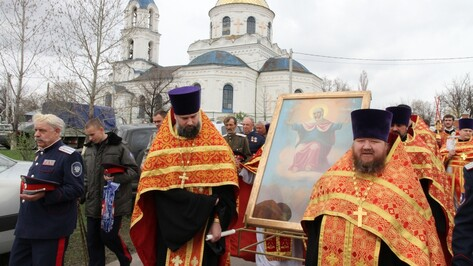 В Богучарском районе прошел крестный ход с иконой Божьей Матери «Спорительница хлебов»