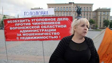 В долгу неоплатном. Зачем председатель ТСЖ устроила голодовку на главной площади Воронежа