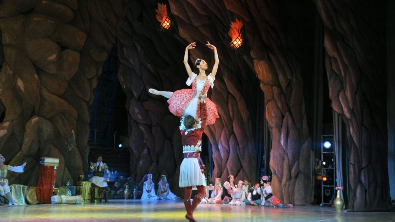 С бала на корабль. В воронежском Оперном театре сыграли премьеру балета «Корсар»