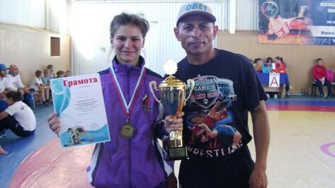 На Всероссийском турнире по вольной борьбе аннинская спортсменка завоевала «бронзу»