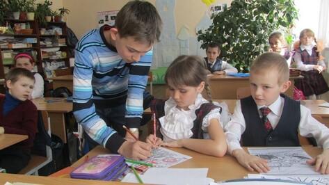 Таловские первоклашки научились делать фронтовые конверты-треугольники
