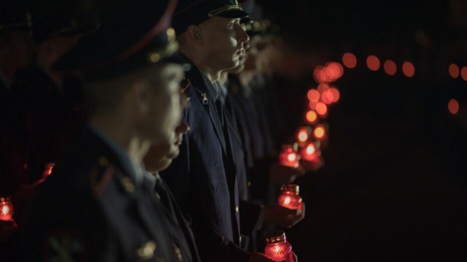 Воронежские полицейские опубликовали видео акции памяти со свечами
