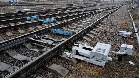 В Воронежской области поезд врезался в иномарку