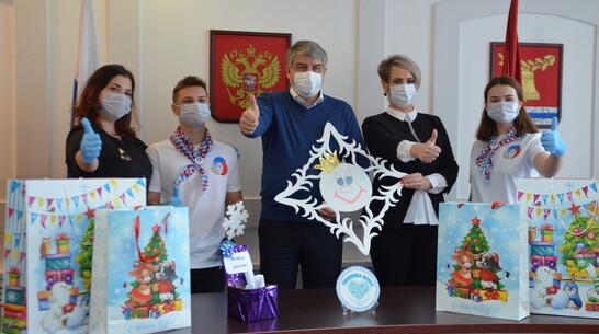 В Павловске собрали 120 новогодних подарков для детей из нуждающихся семей