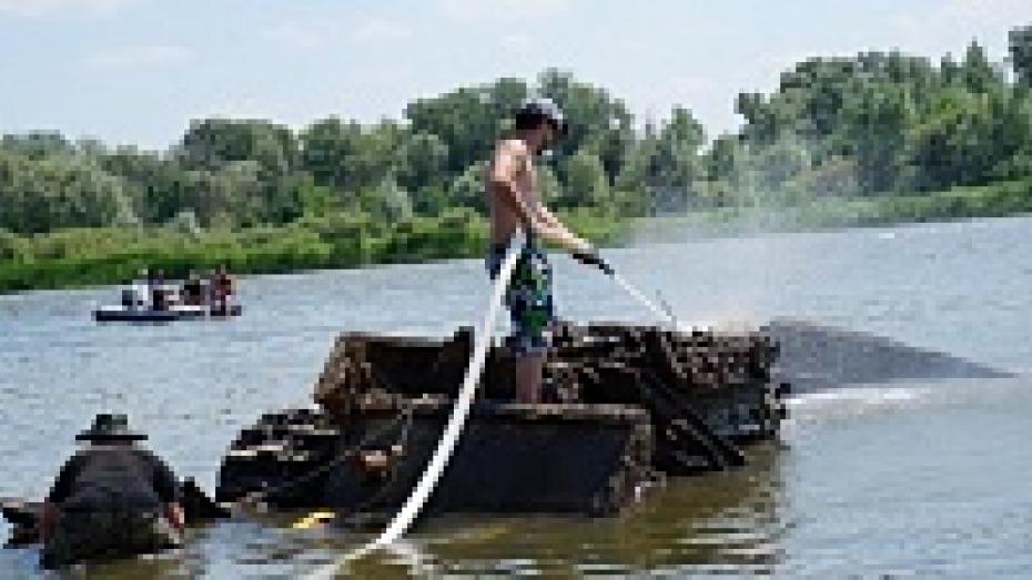 В Верхнем Мамоне со дна Дона подняли танк «Клим Ворошилов»