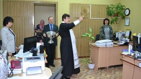 В Богучаре госучреждения окропили святой водой