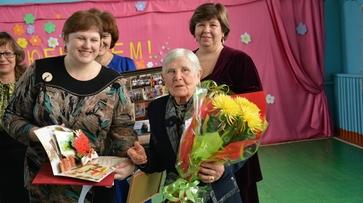 Поворинскую учительницу с 90-летием поздравили большим концертом