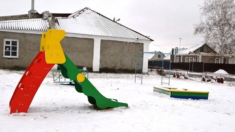 В микрорайоне Новой Усмани открыли детскую площадку