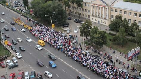 Более тысячи верующих прошли по воронежским улицам в крестном ходе
