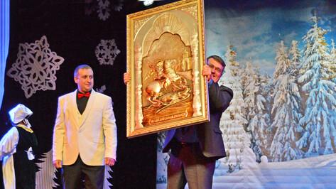 В Лисках на благотворительном рождественском балу собрали более 3 млн рублей