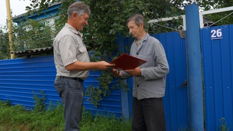 Верхнемамонского пенсионера отблагодарили за помощь в поиске на дне Дона танка «Клим Ворошилов»