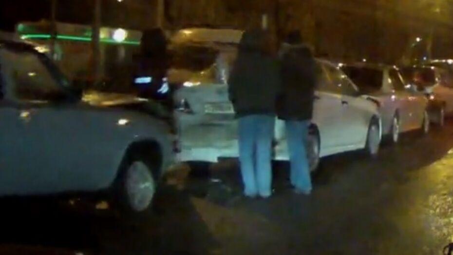На Левом берегу в Воронеже столкнулись 5 машин