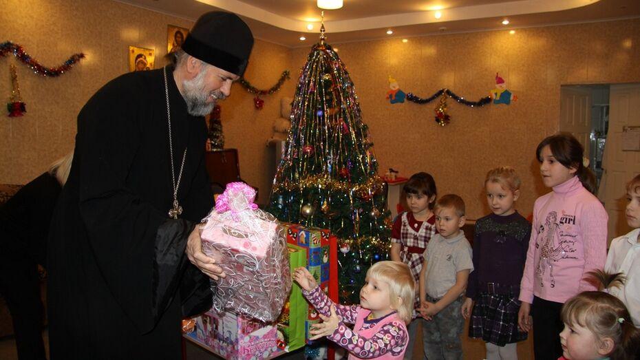 В Бобровском районе акция «Рождественское чудо - детям» завершилась вручением подарков детям