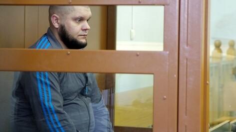 В Воронеже прокурор попросил осудить пожизненно обвиняемого в убийстве в переулке Здоровья