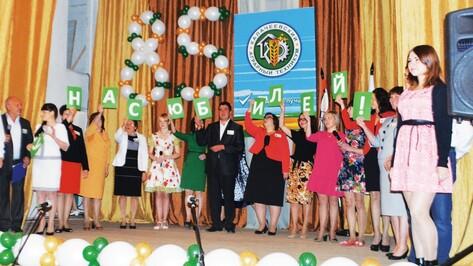 В Калаче два учебных заведения отметили 85-летие