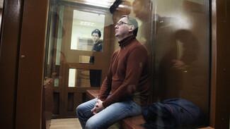 У бывшей жены обвиняемого во взятках ректора ВГТУ за несколько лет появилось 8 иномарок