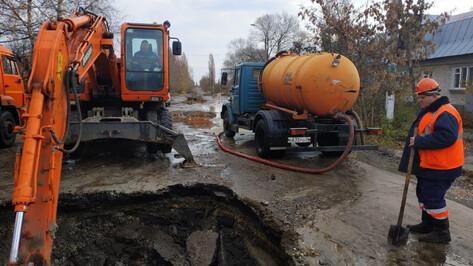 Частный сектор и 3 соцобъекта в Воронеже остались без воды из-за утечки на левом берегу