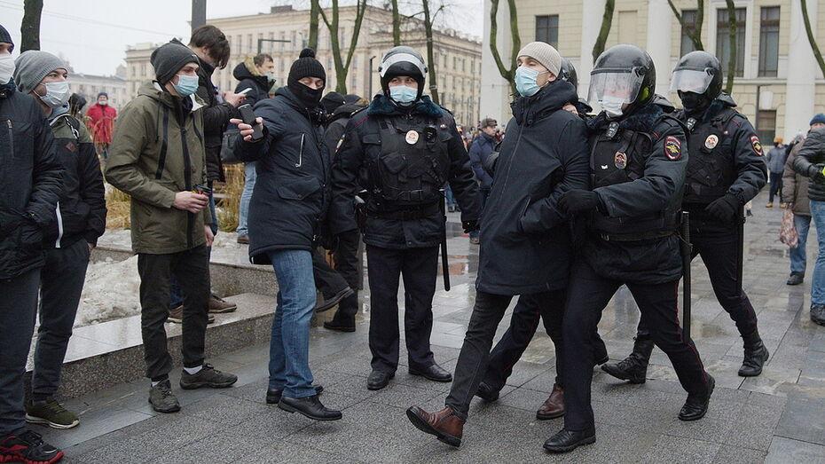 Участники несогласованной акции в Воронеже пожаловались на сбор анализов в полиции
