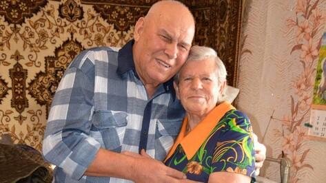 В Поворино чествовали отметивших «бриллиантовую свадьбу» супругов