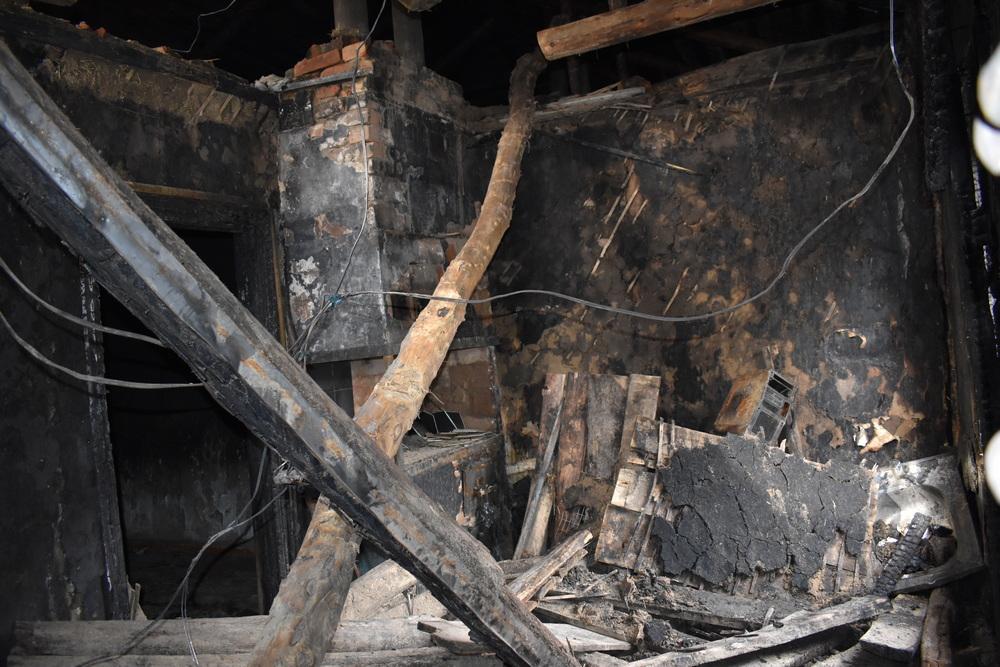 В огне сгорело все.