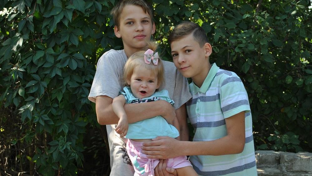 С братьями Егором и Сашей.