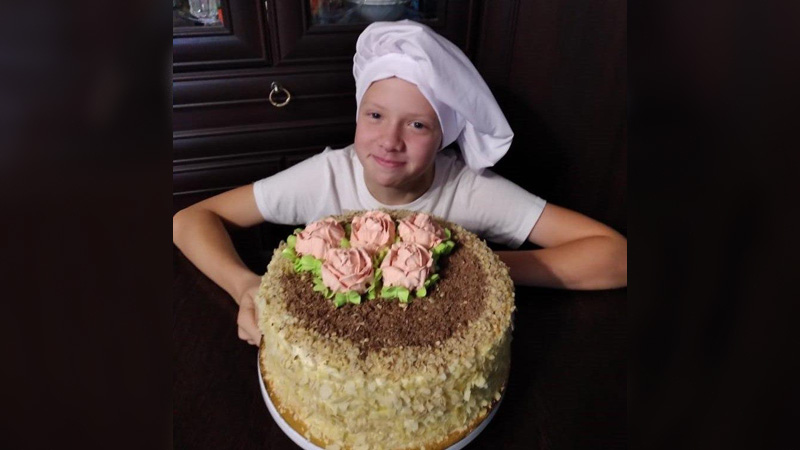 Дима испек торт ко Дню учителя.