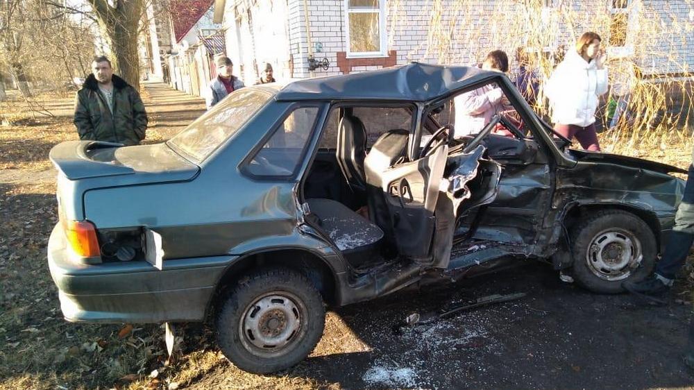 Автомобили столкнулись на перекрестке (фото пресс-службы ГУ МВД по Воронежской области)