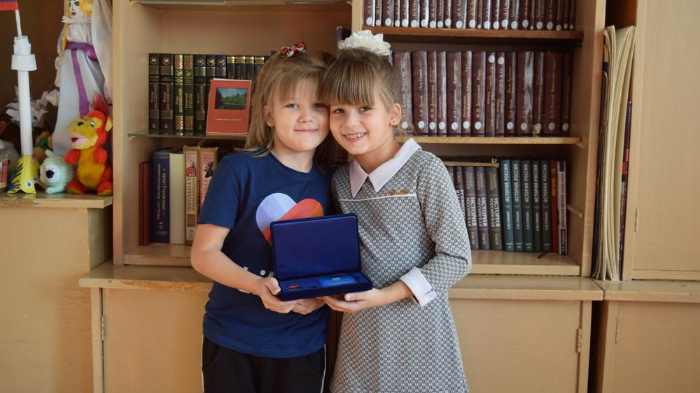 Наташа и ее сестра-близняшка Маша.