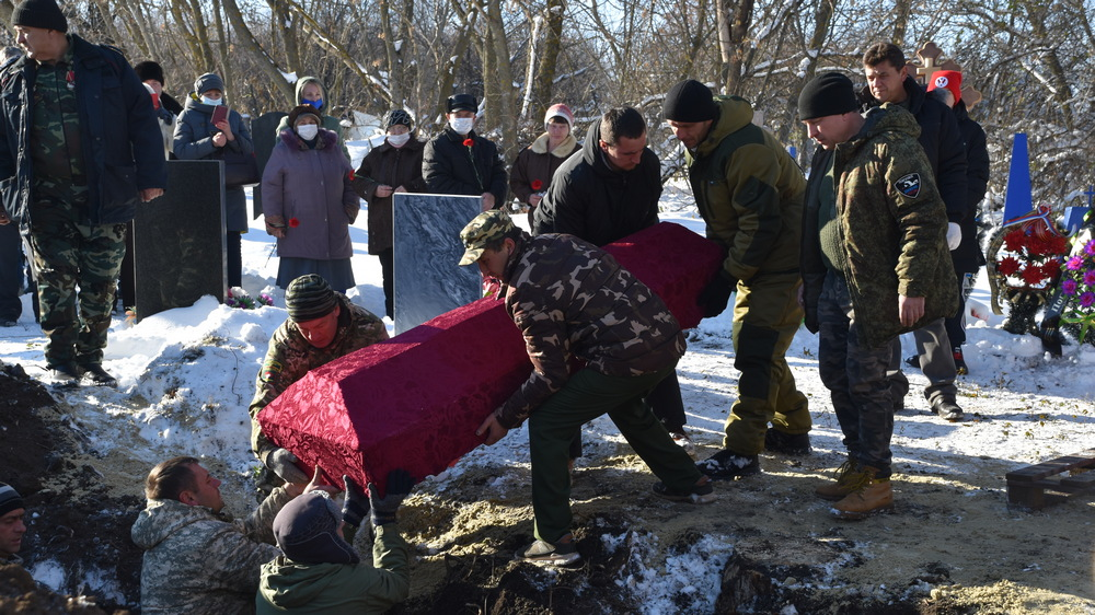 В селе Пасюковка перезахоронили останки 74 солдат.