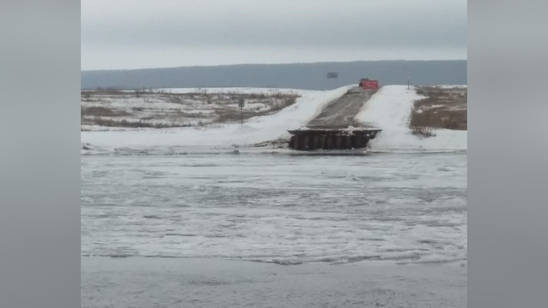 Сорванный понтонный мост в Воронежской области