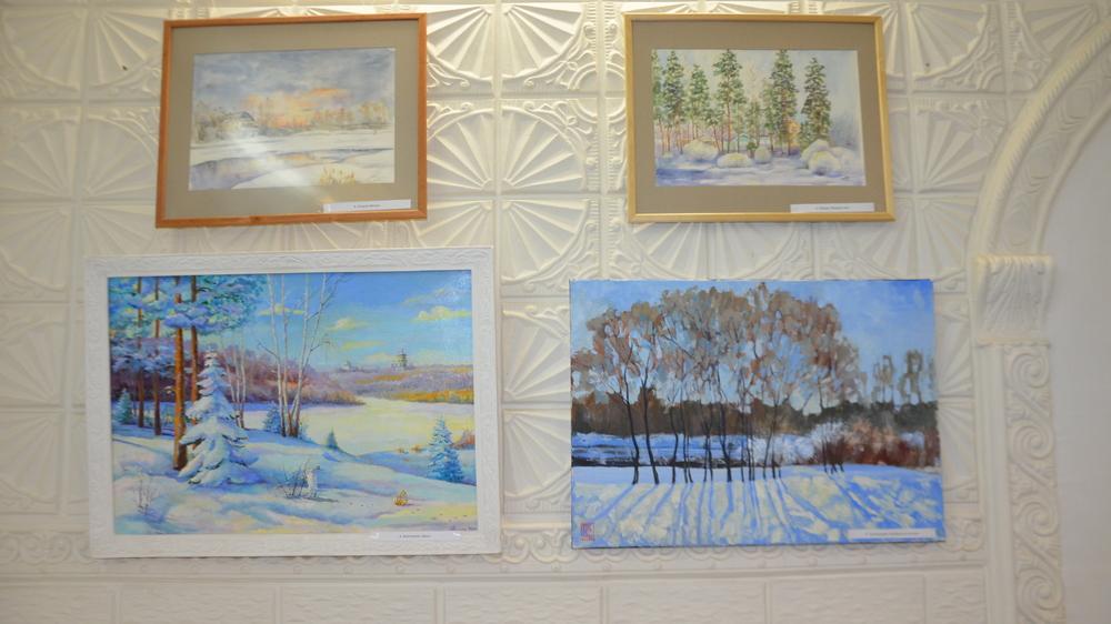 В экспозиции представлены работы 12 художников области